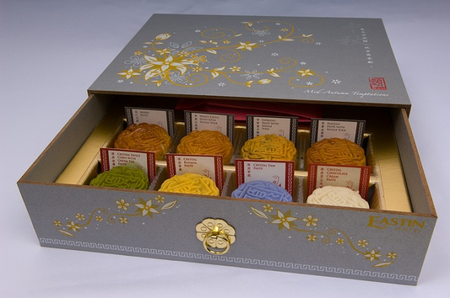 Mooncakes comes in a variety of flavor.