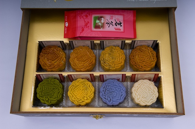 Mooncakes are most enjoyable when taken with a cup of chinese tea.