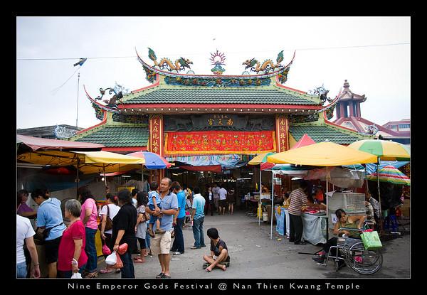The grand entrance to the Nan Thien Kwang (Nan Tian Gong) Temple in Ampang.