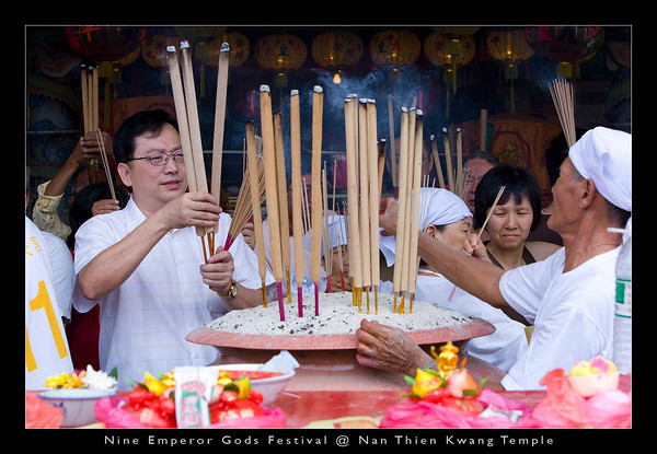 Prayers are usually conducted with joss sticks of various sizes and no sooner than you stick them into the urn, they will be romoved in an instance to make room for others. It's the symbolic gesture that counts and not how long your joss sticks stay in the urn for 'incubation of wishes'.