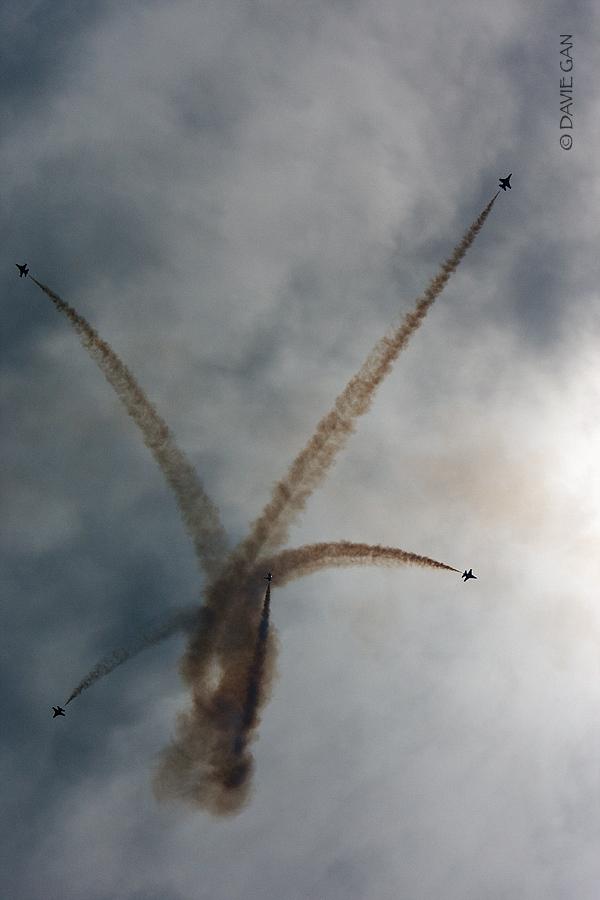 Thunderbirds executing the bomb burst formation.